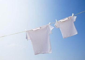 干洗店清洗衣物的图片