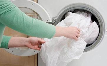用洗衣机水洗衣服